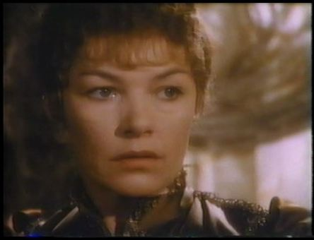 Glenda Jackson as Hedda2