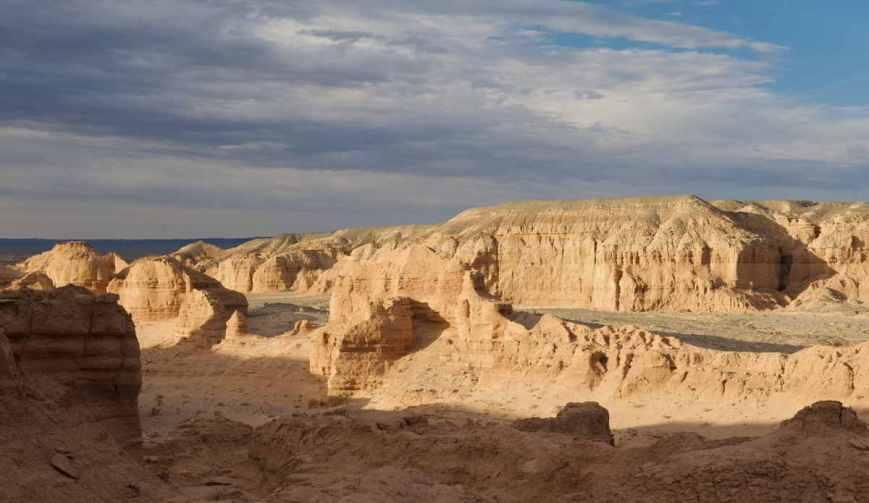 Nemegt, the Gobi, Mongolia.jpg