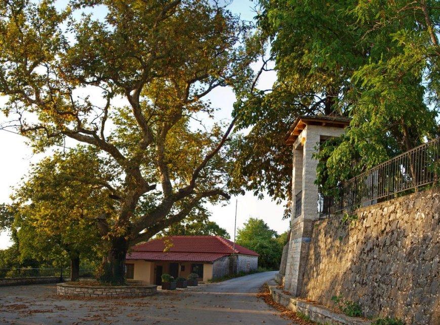 Φορτόσι, η πλατεία του χωριού Photo by H.Binolis