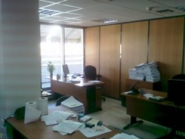 γραφείο σε παράθυρο