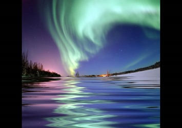 Aurora-Borealis-around-the-North-Pole-the-Northern-Lights-from-Bear-Lake-Alaska