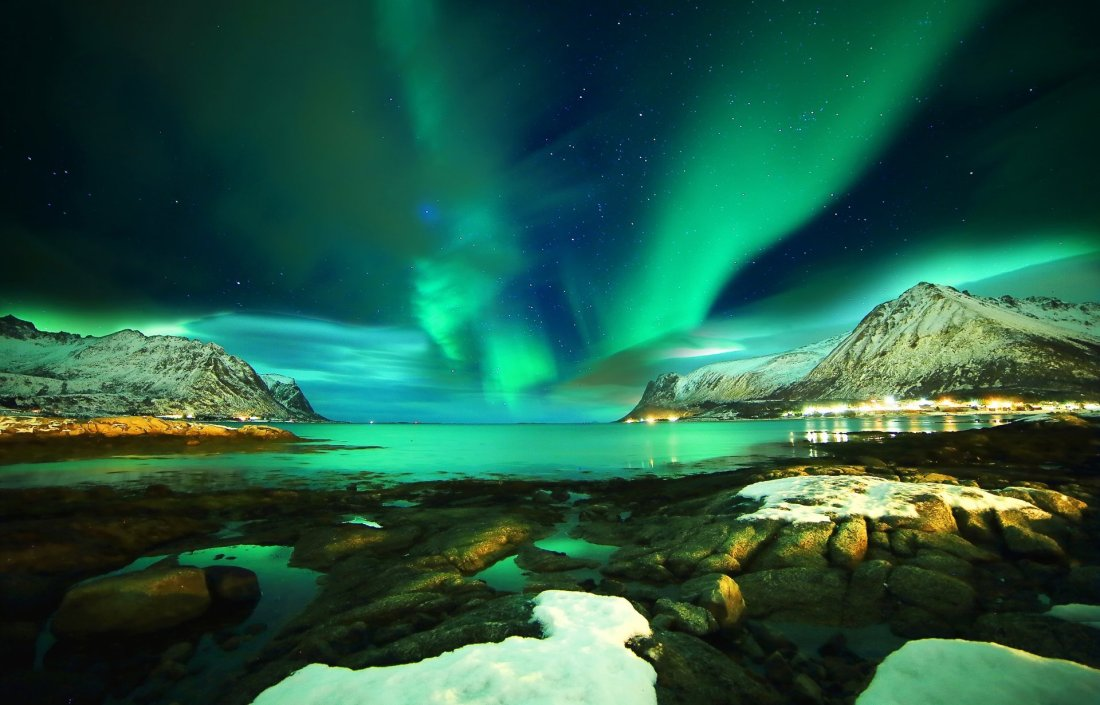lofoten-islands-norway-lofoten-norway-northern-lights-mountain-sea-stones-snow-night-star