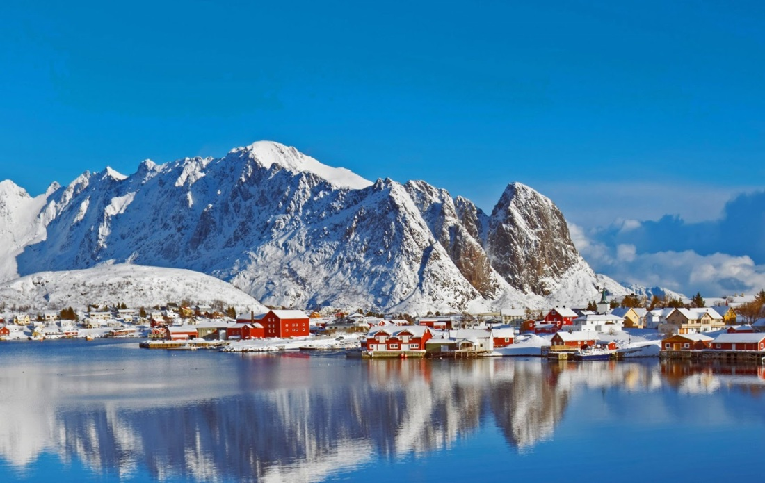Reine Lofoten Islands.jpg