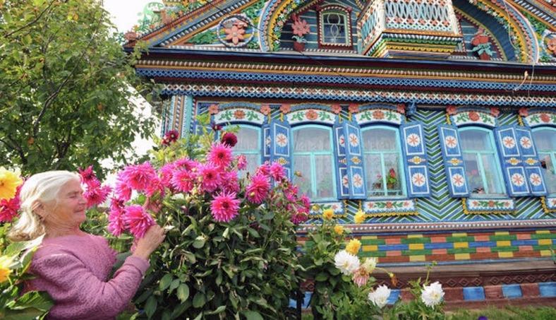 00-0f-kirillov-fairy-tale-house-08-12.jpgToday-Kirillov's-widow-Lydia-Kharitonovna-lives-in-the-house..jpg
