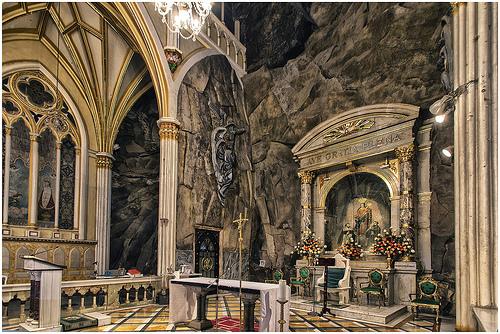 ιερό της las Lajas.jpg