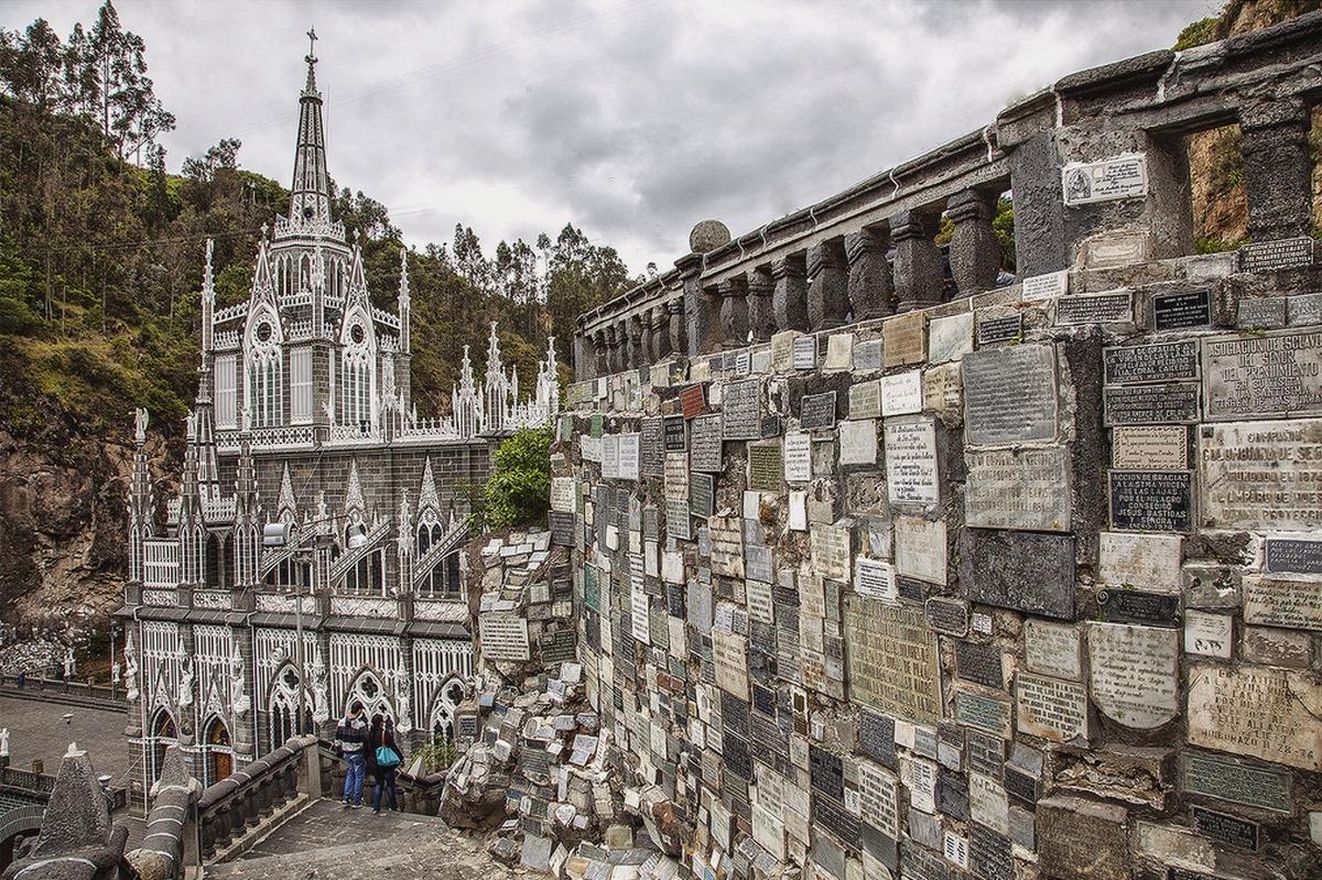 Las-Lajas-Sanctuary-tablets
