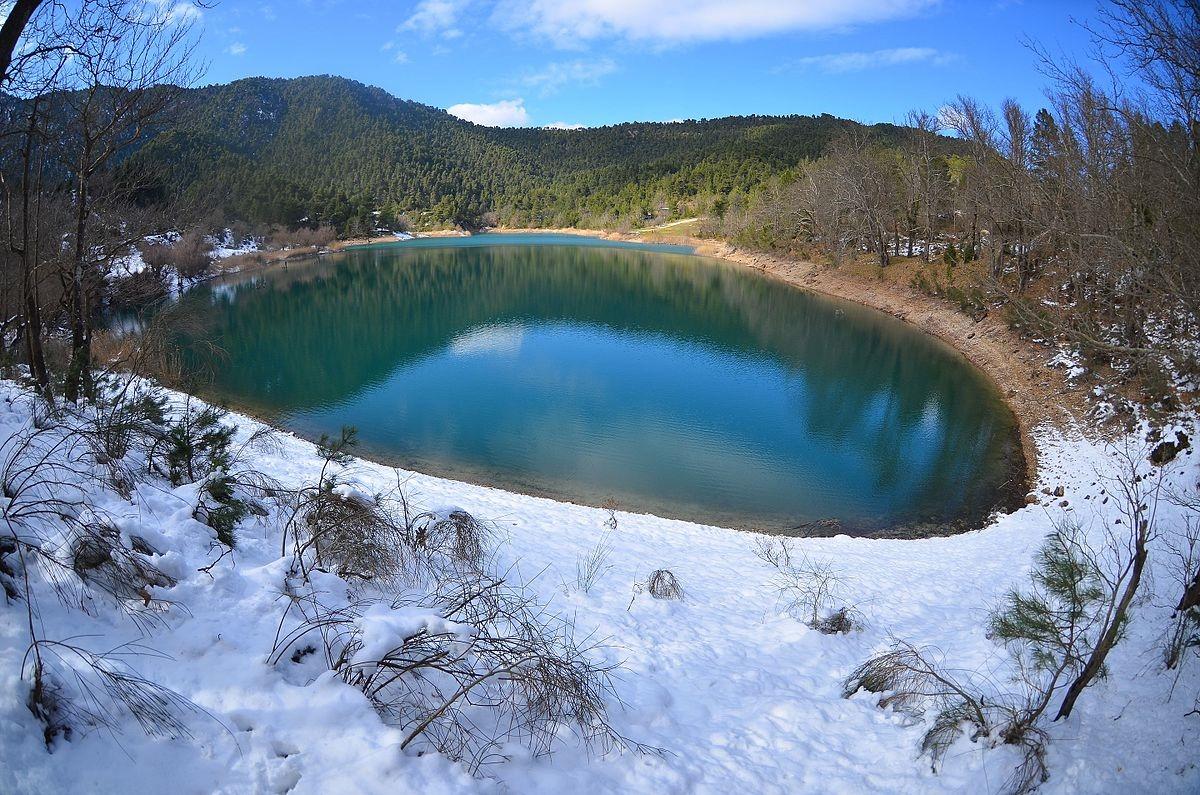 Tsivlos_Lake,_Mountain_Chelmos