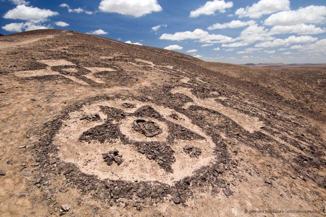 chug-chug-geoglyphs-atacama-desert.jpg