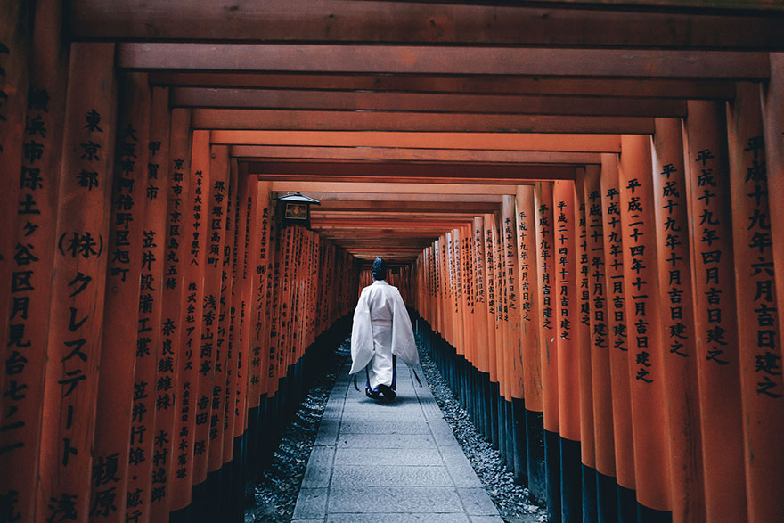 213008g-japan-street-photography-53-580888f1762c2__880.jpg