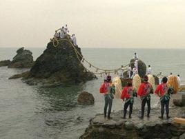 Ritual of Changing Sacred Rope on Meoto Iwa